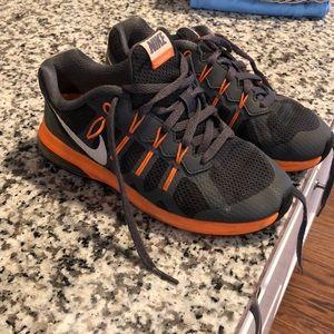 Boys Nike Tennis Shoes Size 2 Gray Orange ee690e205